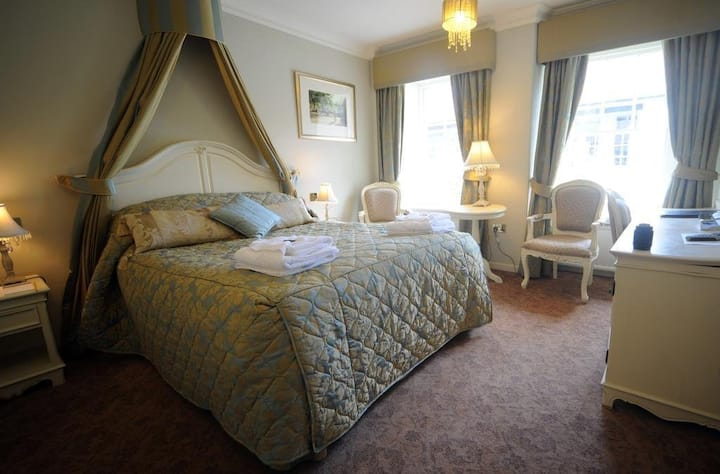 Feathers Royal..jewel in the heart of Aberaeron 12