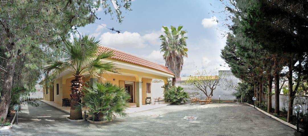 VILLA FIORITA A 100M DAL MARE DI PORTO CESAREO - Torre Lapillo - Vacation home