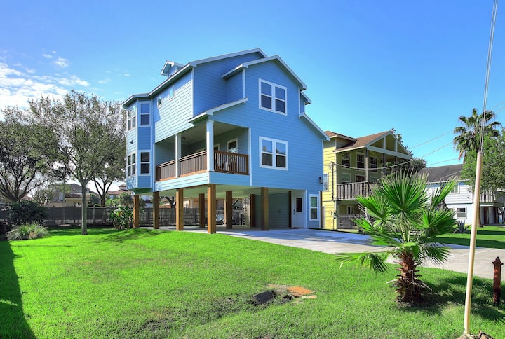 Bright, Stylish New Home in Kemah - walk to water