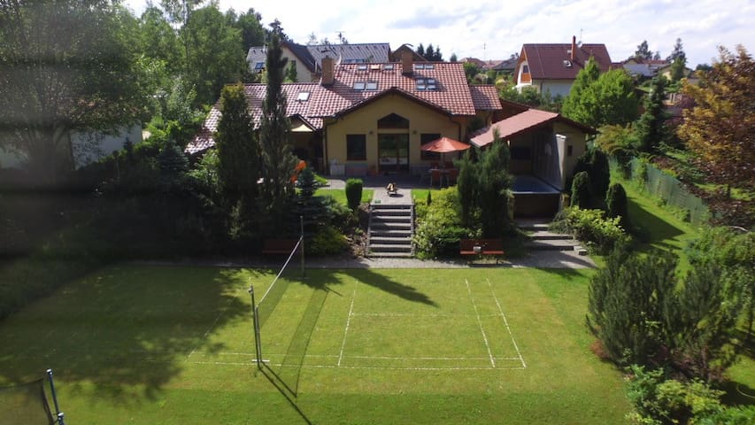 Luxurious house with sauna and pool - Louňovice - Huis