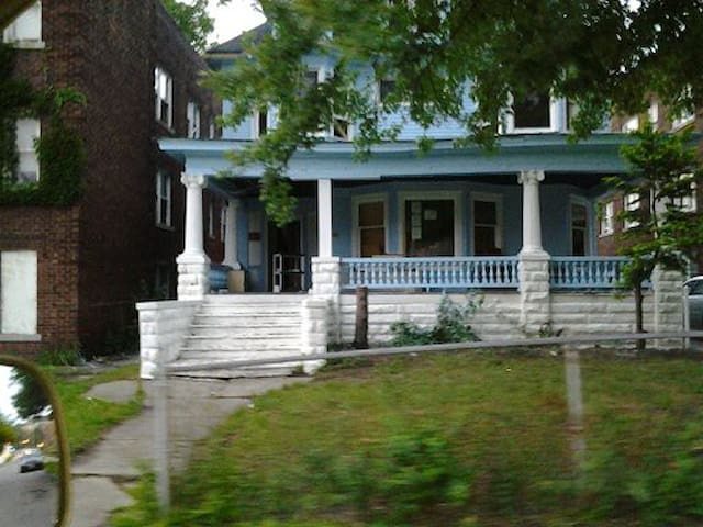 family spacious and friendly - East Cleveland