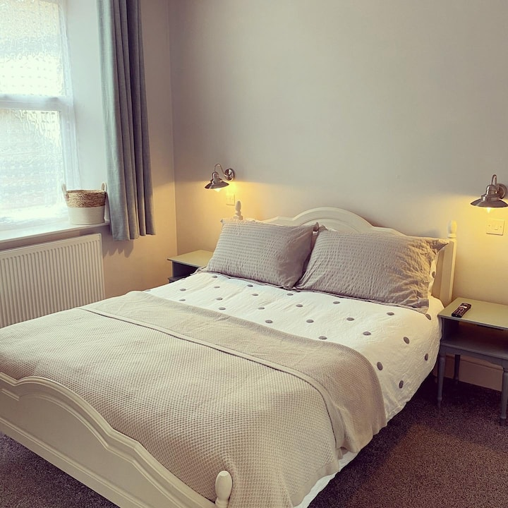 Private quiet room with en-suite.