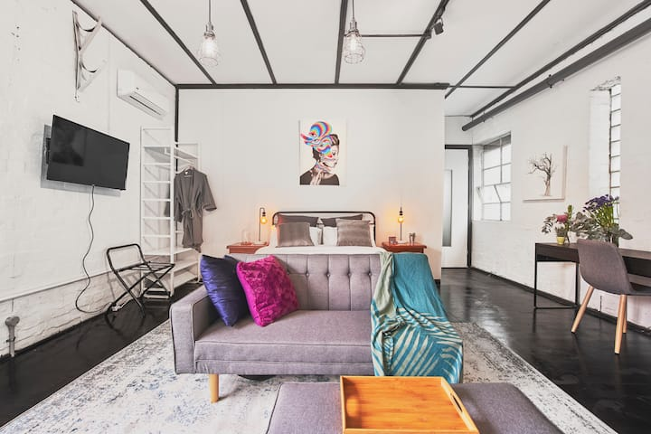 An Artist Loft - Right in the Middle of the City