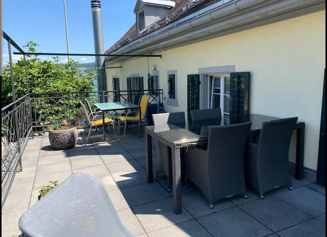 Private Apartment with view of Zurich lake.
