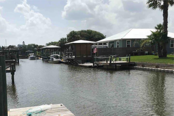 Casita Pescadora, boat and beach cottage