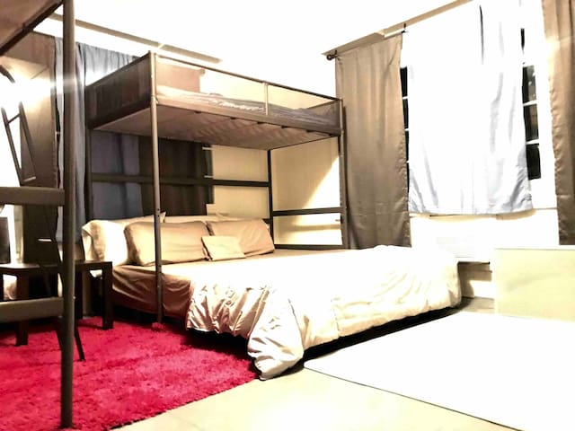 LOW BUDGET, KING BED, SHARED HOUSE, CITY CENTER!