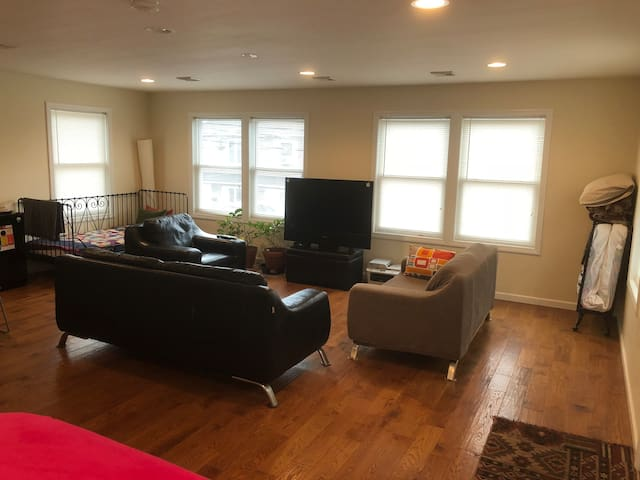 Private Modern Space Green house  15 min from NYC