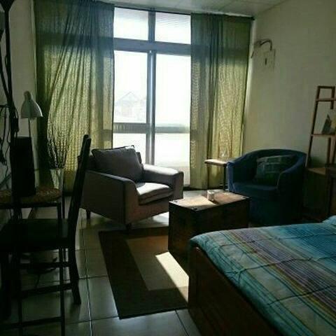 生活在他方:小日子旅宿/三樓小書房 - Taitung City - Appartement