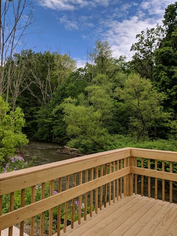 2 bd creek front condo 15 min drive to Penn State