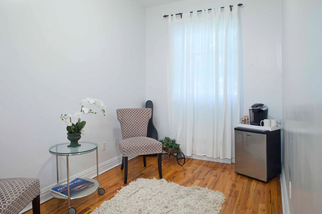 Fridge/small freezer, Kreurig coffee/tea maker and sitting area,