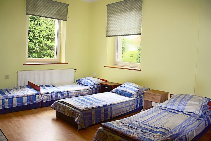 pokoje w ładnym domku wolnostojącym