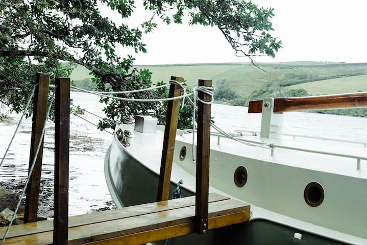 'Oyster' boat - East Portlemouth, Salcombe