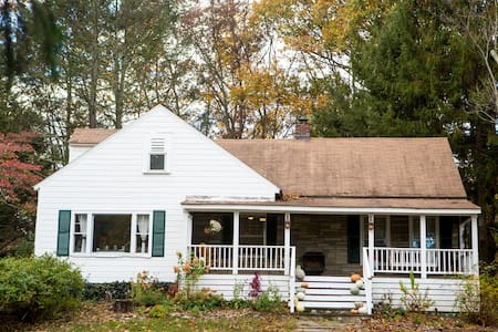 Radley Cottage; your home in the woods - Kingston - House