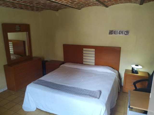 Mi casita de Ajijic - king bed