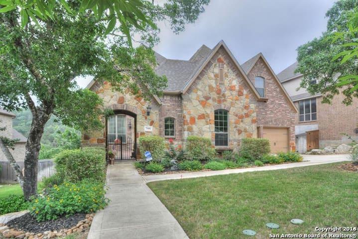 House in wonderful neighborhood & beautiful views - San Antonio - House
