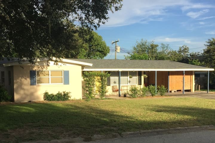 2BR/1B Home---Close to KSC and the beach!