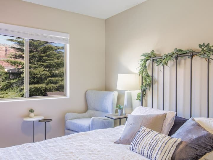 Pet & Family Friendly Near Hiking in the Red Rocks