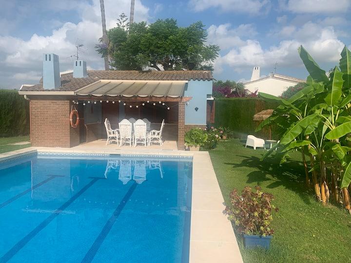 Casa con piscina y  jardín a 300m de la playa