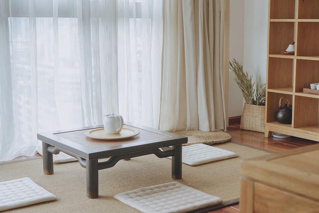 客厅榻榻米茶空间