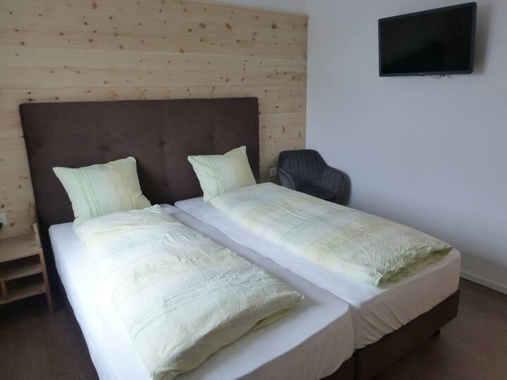 Hotel Süsom Givè, (Tschierv), Doppelzimmer mit Dusche/WC