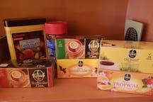 Selezione di the' e tisane per voi del buon caffe' solubile e della cioccolata per i piu' golosi.