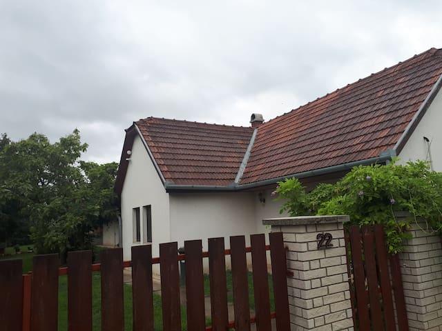 Cosy farmhouse in Köszárhegy