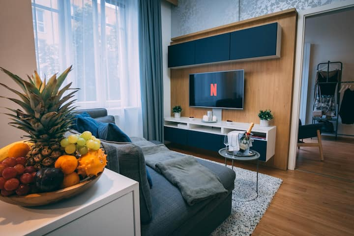 Cozy apartment, next to exhibition and city center