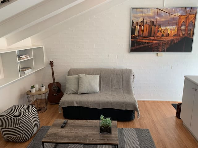 Bright Studio in the heart of Newtown