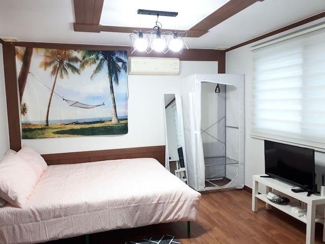 Happy하우스#6   깔끔하고 넓은 방!케이블카!루지!트라이애슬론광장!주요관광지 인접!