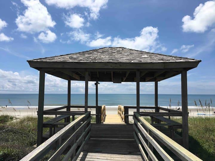 🏖Cozy Beachfront Getaway_Studio_Kitchen_Pool_Wifi