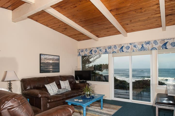 Experience this pet friendly oceanfront couples retreat in Seal rock!