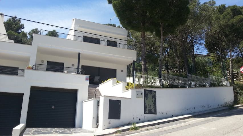 HOUSE FOR 8 PEOPLE WITH GARDEN, NEAR THE BEACH - Llançà