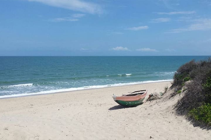 THE RETREAT ONE BEDROOM BEACH HOUSE NEAR MAPUTO
