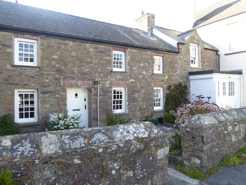 Self-contained apartment, central St David's