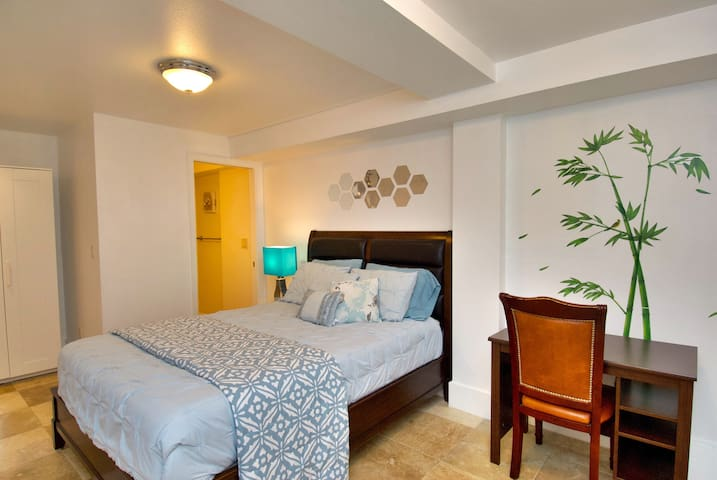 Close to UCSF, muni, private bedroom with bathroom