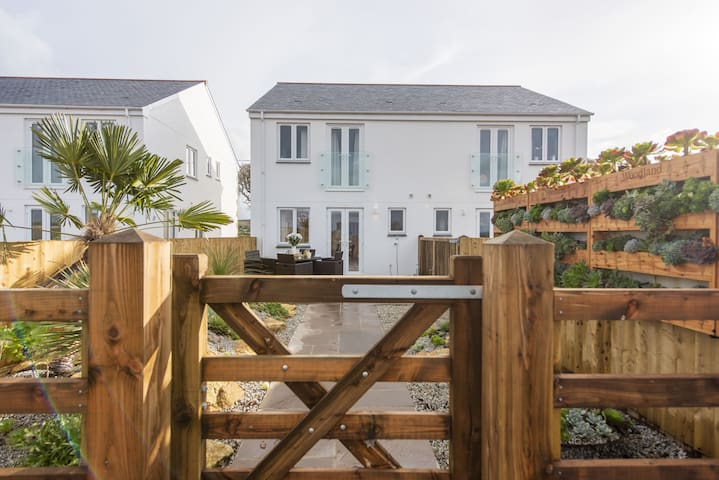 Holly Cottage, Beautiful Cottage close to Marazion and St Ives