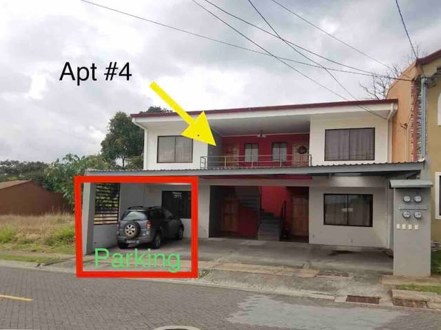 Apartamento en San Joaquín  / parqueo/ seguridad