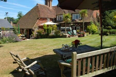 Clayton Wickham Farmhouse - West Sussex