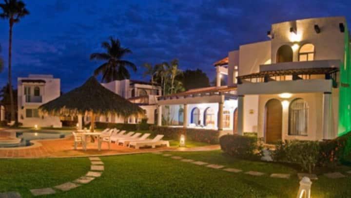 Villa en isla Dorado club Santiago Manzanillo col.