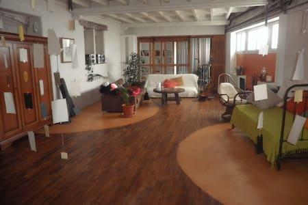 chambre dans grande maison centre ville Cognac - Cognac - Şehir evi
