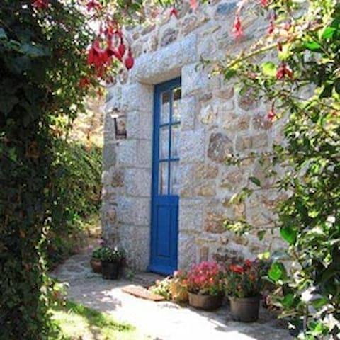 Petite maison en pierres 2-3 pers.