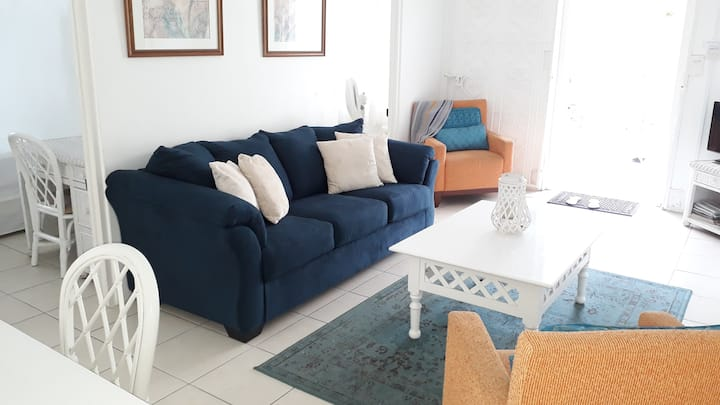 CHADVILLE on Beach  2-4 persons US$3000 mthly