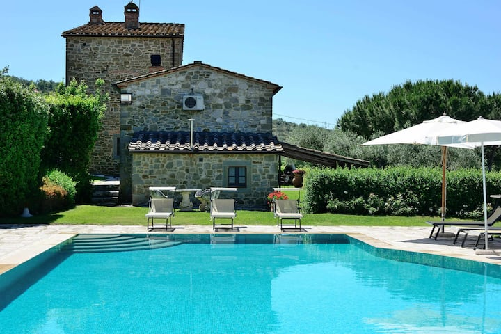 Villa Perla with pool in a relaxing enviroment