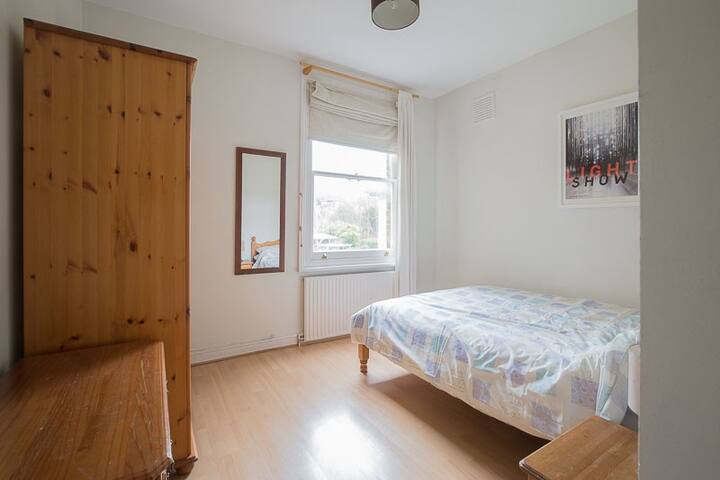 Lovely Double Room in Private Flat