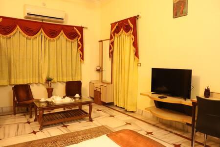 Villa Benares: Bhāgirathi - 102