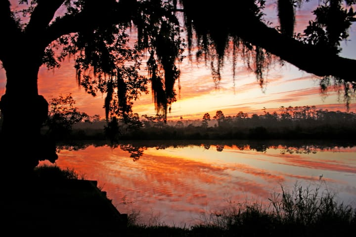2 BR Bayou retreat 40min from NOLA - Slidell - House