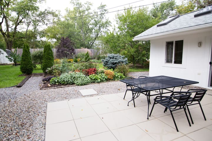 Sweet Ann Arbor Cottage - Conveniently Located!