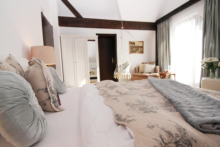 Vila BelleSeat Boutique DB Room Serenity Sage