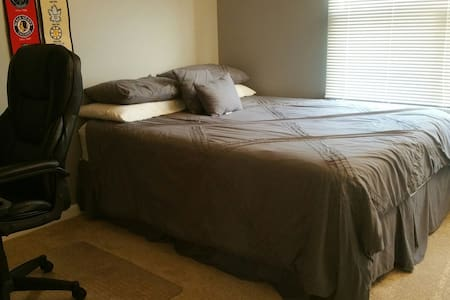 Homey Room in Crystal Lake daily/wkly/monthly - Crystal Lake - Hus