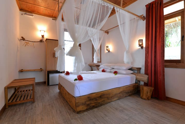 BAANI Kaani (Room 4 of 6) full board & excursions